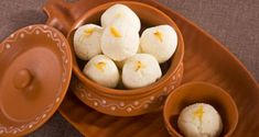 Chena Rasgulla Recipe in Hindi Sweet Dishes Recipes, Sweets Recipes, Cooking Recipes, Easy Delicious Recipes, Tasty, Yummy Food, Healthy Meals For Kids, Kids Meals, Healthy Food
