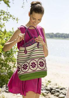 Beim tunesischen Häkeln können leichte und luftige, aber auch sehr feste Muster gearbeitet werden. Diese strapazierfähigen Gewebe eignen sich perfekt für Taschen, Körbe oder sogar Teppiche. Probieren Sie es doch einfach mal aus und häkeln Sie sich eine wunderschöne Sommertasche aus Schachenmayr Catania Grande. Mit Stoff gefüttert und festen Henkeln versehen, ist diese Tasche für den Stadtbummel genauso perfekt wie für einen Ausflug an den Strand.