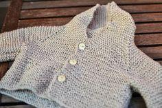 Pienokaisen ensimmäinen huppari. Satunnaisesti puikoilla - käsityöblogi. #neulonta