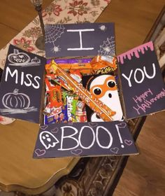 35 Totally Spooktacular Halloween Care Package Ideas for College Students I miss you boo! care package idea to send to a kid at college Diy Halloween Gifts, Dulces Halloween, Halloween Gift Baskets, Casa Halloween, Halloween Treats, Cute Boyfriend Gifts, Gifts For Your Boyfriend, Boyfriend Care Package, Boyfriend Gift Basket