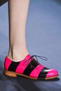 Scarpe donna. Tutte le calzature più strane alla moda e di tendenza.  Partendo dagli 193480f1aea