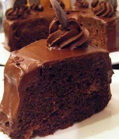 Chocolate Feijoa Cake + more Feijoa recipes - we have bags full of feijoas atm Fejoa Recipes, Guava Recipes, Fruit Recipes, Desert Recipes, Sweet Recipes, Baking Recipes, Recipies, Yummy Treats, Sweet Treats