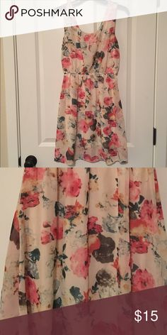 Floral Silky Dress Size Med Floral Silky Dress! Good for any occasion! Beautiful dress!!! Size Medium! Dresses
