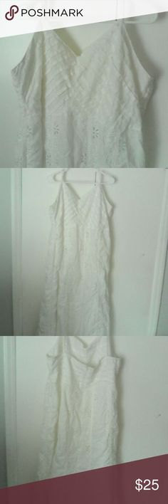 White Linen Sundress 20W Cutwork Embroidery This is a woman's plus size dress by Anna Berlin in a size 20W Great for summer wear, or even as a casual wedding dress on the beach! 100% linen, hand wash or best results dry clean Sundress style with adjustable spaghetti straps V neckline, zipper in back High waisted, a line skirt Fully lined, approx just below knee length White in color Pin tuck pleating on bodice, rows of floral cutwork embroidery on skirt In excellent used condition Ann Gerlin…