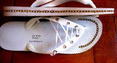 Chinelos Modelo Tênis tamanhos e cores diferentes. Com strass dourado em cima e na lateral.  R$40,00