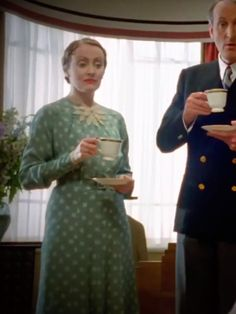 As a redhead Miss Lemon prefers blue colored outfits. Have you noticed that most of her dresses are blue? She even has a matching coat and. Agatha Christie's Poirot, Hercule Poirot, 1930s Fashion, Vintage Fashion, Detective, British Period Dramas, I Love The World, David Suchet, Miss Marple
