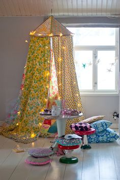 since i have a tent addict...might as well get to sewing. at least this is easy. i think (hope). DIY tent from holahoop and fabrics