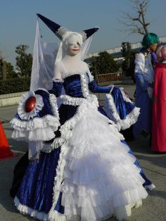 Walpurgis night cosplay at Comiket.    AMAZEBALLS!