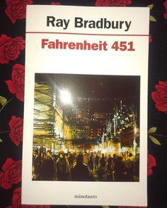 Fahrenheit 451 #RayBradbury #bookstagram #bookstagramarg #bookstagramargentina #bookstagrammer #books #bookslove #bookslover #bibliophile…