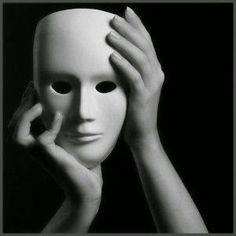 Carla Regina: Caindo as máscaras