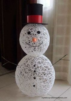 Yarn Snowman Craft Tutorial - Daily Dose of DIY- # craft . Yarn Snowman Craft Tutorial – Daily Dose of DIY- # craft Snowman Christmas Decorations, Snowman Crafts, Christmas Crafts For Kids, Simple Christmas, Holiday Crafts, Christmas Diy, Christmas Ornaments, Summer Crafts, Easter Crafts
