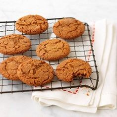 These ginger crinkles are a tasty spiced spin on the classic chocolate crinkles. - Make for cookie exchange! Baking Recipes, Cookie Recipes, Baking Ideas, Gf Recipes, Recipies, Dessert Recipes, Christmas Desserts, Christmas Baking, Christmas Cookies