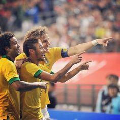 Marcelo, David Luiz and Neymar Brazil national football team Football Is Life, World Football, Football Soccer, Football Players, Brazil World Cup, World Cup 2014, Neymar Jr, Real Madrid, Neymar Brazil