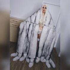 Videos Instagram, Animal Fur, Frozen, Fur Stole, Fox Fur Coat, White Fur, Fur Fashion, Mantel, Winter Jackets