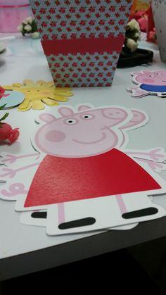 ideas para los centros de mesa. Pepa Pig y rosas. Café Pintado.