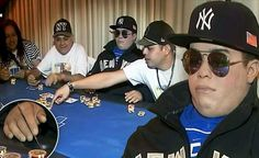 Jasad Pemain Poker Ini Di Awetkan Dan Di Letakan Di Meja Poker Henry Rosario Martinez memiliki sifat-sifat ideal untuk seorang pemain poker online uang asli : dingin, misterius dan tenang. Sayangnya, ia sudah meninggal dunia. Dalam upacara wake (melayat) di Puerto Rico, sanak saudara dan kawan-kawan Martinez meletakkan jasad Martinez di sebuah meja permainan yang ia cintai selama hidupnya, yakni poker.