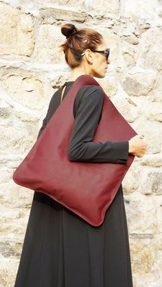 NEW Genuine Leather Burgundy Bag / High Quality Tote by Aakasha Red Bags, Brown Bags, Baby Quilt Size, Burgundy Bag, Origami Bag, Black Leather Bags, Tote Bag, Bag Making, Bordeaux