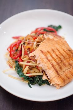 Salmon with noodles and vegetables