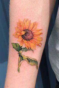Seleção incrível com 23 tatuagens femininas de girassol! #tatuagemfeminina #tatuagensfemininas #tatuagem #tatuagens