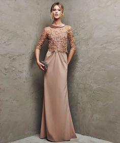 Vestido de crepe, bordado hilo y pedrería de fiesta