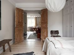 Summer Cabins, Piece A Vivre, Oversized Mirror, Living Spaces, Sweet Home, New Homes, Inspiration, Furniture, Madame