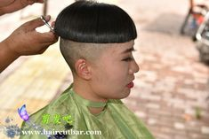 Bowl Haircut Women, Short Hair Cuts, Short Hair Styles, High And Tight Haircut, Bowl Haircuts, Shaved Nape, Extreme Hair, Bowl Cut, Page Boy