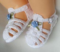 Baby Girl Crochet Slippers Shoe Pattern 22 New Ideas Crochet Baby Sandals, Baby Girl Crochet, Crochet Baby Clothes, Crochet Shoes, Crochet Slippers, Love Crochet, Baby Shoes Pattern, Shoe Pattern, Knitted Booties