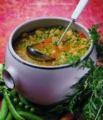 Zöldborsóleves My Favorite Food, Favorite Recipes, Hungarian Recipes, Hungarian Food, Eat Pray Love, Romanian Food, Chana Masala, Soups And Stews, Guacamole