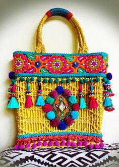 Handmade Handbags, Handmade Bags, Mundo Hippie, Hippie Purse, Diy Tote Bag, Boho Bags, Linen Bag, Crochet Handbags, Boho Diy