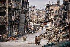 """""""La casa se estremecía con cada bomba"""" La población más pobre de Alepo nunca pudo abandonar sus casas y quedó expuesta simultáneamente a la violencia de los insurgentes y del Ejército sirio"""
