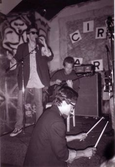 Dave adds some vocals and Rich beats out a rhythm during this Red English show - the only Red English show ever - at Graffiti back in 1985.