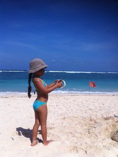 When we go to the beach and got so busy with the kite.its a lovely sunny day #pandawabeach #bali