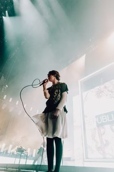 """The 1975 packed a cozy BB&T Pavilion on a chilly Saturday night to kick off the new US leg of their """"Music For Cars"""" tour. The first of a two night run at the Camden, NJ, venue, the British band … Continued George Daniel, Adam Hann, The 1975 Wallpaper, The 1975 Concert, Pretty People, Beautiful People, Manchester, Pop Rock, Concert Photography"""
