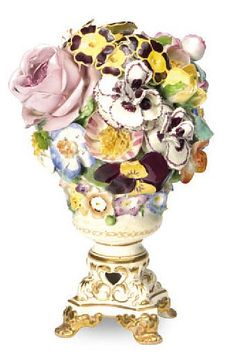 AN ENGLISH PORCELAIN FLOWER-ENCRUSTED FOOTED VASE,
