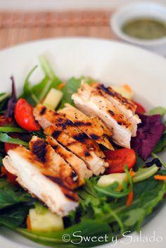 Grilled Chicken Salad With Cilantro Lime Vinaigrette // Ensalada de Pollo Asado Con Vinagreta de Cilantro y Limón Verde