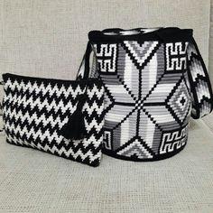 Crochet Clutch, Crochet Purses, Tapestry Crochet Patterns, Peyote Stitch Patterns, Tapestry Bag, Poufs, Handmade Bags, Crochet Clothes, Purses And Handbags