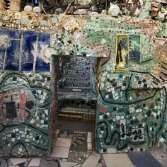 A closer inspection revealed that most objects, quite frankly, wouldn't look out of place in a tip, but somehow, they mould into this wonder-sculpture flawlessly; bicycle wheels, folk art statues, tiles spelling out messages, plates... I'm sure you get the picture...
