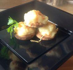 Canapés de brandada de bacalao con mini pan polar