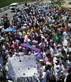 Jovens de comunidades do Recife se unem em caminhada pela paz  Moradores dos Coelhos e Coque fizeram ato na Ponte Joaquim Cardoso.  Participaram do evento entidades sociais e escolas dos bairros.