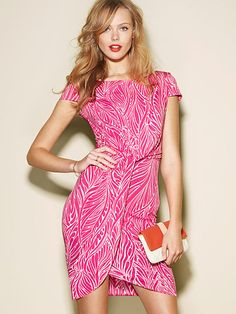 Cap sleeves, tulip skirt, and a fun, graphic print... what more could you want in a dress?
