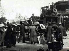 Coach outside Windsor Castle Hotel,Adelaide in South Australia in 1900