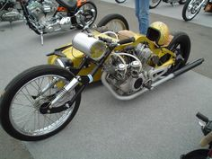 Amazing 3 Wheelers - #searchlocated - Gold Virago custom with sidecar
