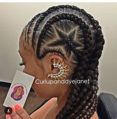 @curlupanddyejanet flexing her skills on these cornrows💕 So creative🌟…
