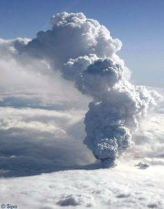 Volcan en Islande. Nuage de cendres.