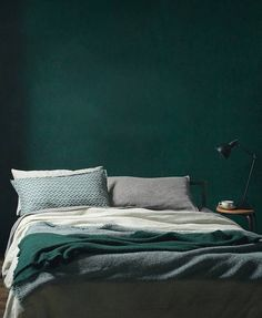 dark_green_bedroom_frenchbydesign.jpg (600×730)
