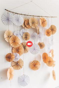 DIY-Frühlingshochzeit in Pastellfarben (Diy Paper Garland) Home Crafts, Diy And Crafts, Paper Crafts, Diy Spring Weddings, Blue Weddings, Winter Weddings, Garden Weddings, Paper Decorations, Wedding Decorations
