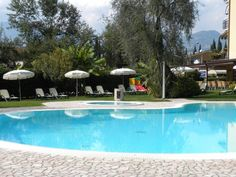 Hotel Benacus - Malcesine ... Garda Lake, Lago di Garda, Gardasee, Lake Garda, Lac de Garde, Gardameer, Gardasøen, Jezioro Garda, Gardské Jezero, אגם גארדה, Озеро Гарда ... Welcome to Hotel Benacus Malcesine, Run by the De Massari Family since 1962, Hotel Benacus offers the chance to enjoy quiet and comfortable holidays in the Garda area with unique lake and mountain views. The garden and the whirlpool bath of the Benacus are ideal places to spend a few ho