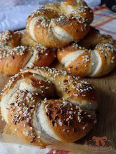 Bavorské pečivo so semiačkami - Sisters Bakery Buzzfeed Tasty, Home Baking, Pretzel, Bagel, Food Videos, Bread Recipes, Party, Sisters, Basket
