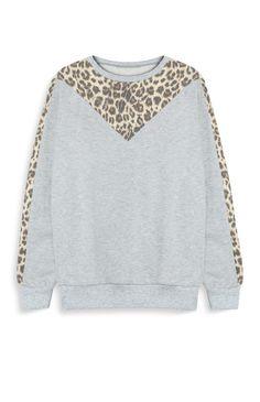 Suéter gris con estampado de leopardo