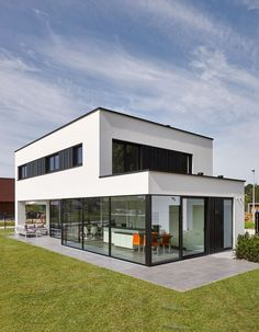 Energy efficiency: help for the economical house - Real Estate - Finances - H .Energy efficiency: help for the economical house - Real Estate - Finance - Handelsblatt - Ms. Minimalist Architecture, Modern Architecture House, Facade Architecture, Modern House Design, Container House Design, Facade House, House Facades, Future House, House Styles